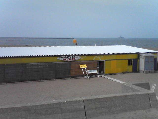浜茶屋が一軒だけ営業してたよ